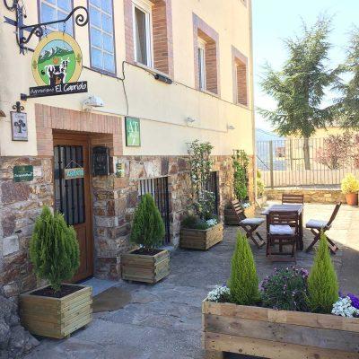 Entrada a los alojamientos de Agroturismo El Capriolo Ecoturismo Sierra de Madrid