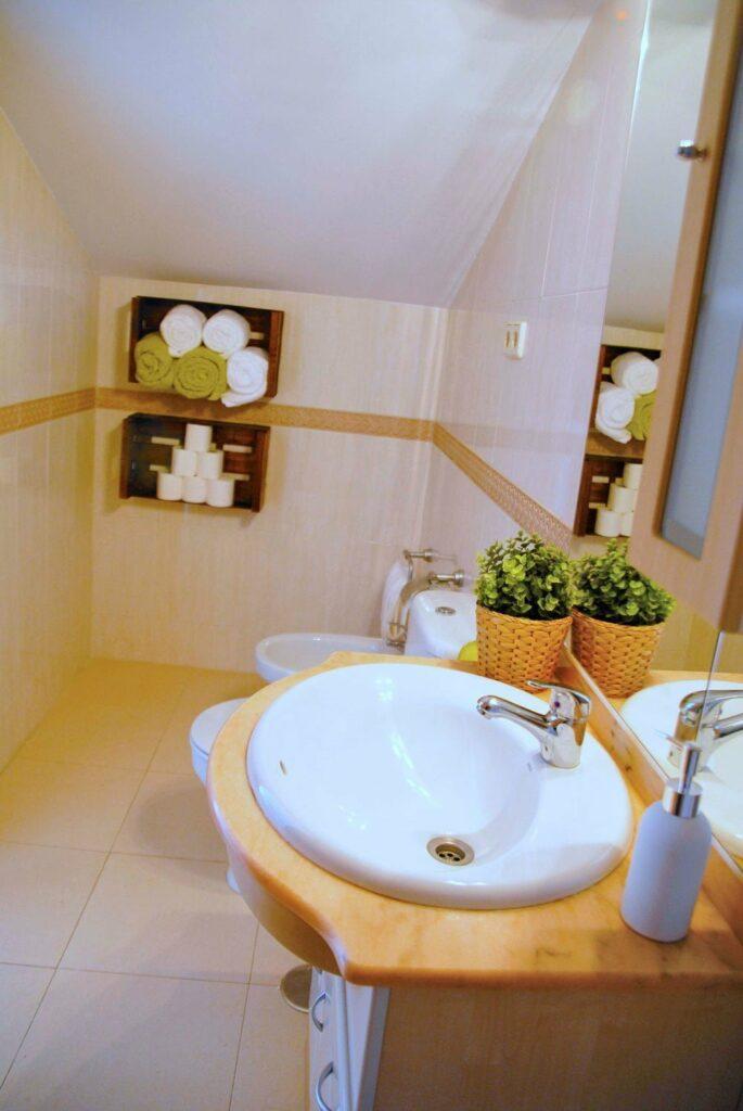 foto del baño del alojamiento rural el capriolo agroturismo