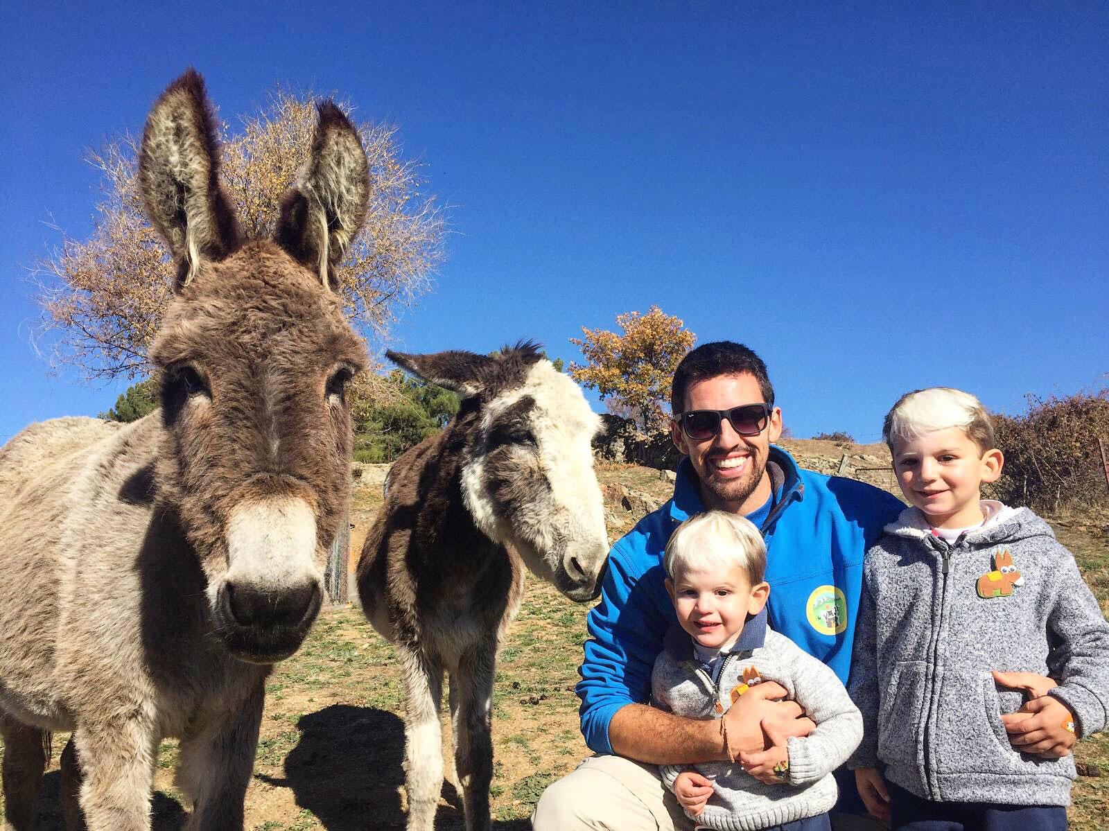 Casa rural con animales y actividades divertidas para niños