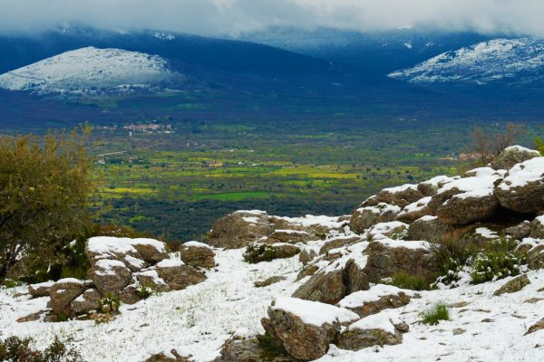 Paisaje nevado de la Sierra Norte